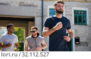 Купить «young men or male friends running outdoors», видеоролик № 32112527, снято 27 июля 2019 г. (c) Syda Productions / Фотобанк Лори