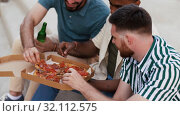 Купить «male friends eating pizza with beer on rooftop», видеоролик № 32112575, снято 27 июля 2019 г. (c) Syda Productions / Фотобанк Лори