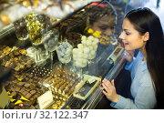Купить «woman selecting chocolates», фото № 32122347, снято 31 марта 2020 г. (c) Яков Филимонов / Фотобанк Лори