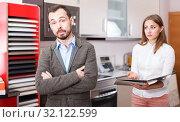 Купить «Young client displeased with offer of salesgirl», фото № 32122599, снято 11 апреля 2018 г. (c) Яков Филимонов / Фотобанк Лори