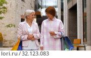 Купить «senior women with shopping bags walking in city», видеоролик № 32123083, снято 27 августа 2019 г. (c) Syda Productions / Фотобанк Лори