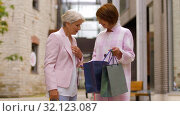 Купить «senior women with shopping bags walking in city», видеоролик № 32123087, снято 3 сентября 2019 г. (c) Syda Productions / Фотобанк Лори