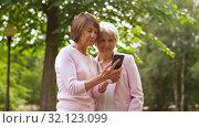 Купить «senior women taking selfie by smartphone at park», видеоролик № 32123099, снято 25 августа 2019 г. (c) Syda Productions / Фотобанк Лори