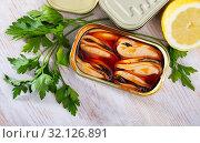 Купить «Pickled mussels in oil with parsley, lemon, spices», фото № 32126891, снято 17 сентября 2019 г. (c) Яков Филимонов / Фотобанк Лори