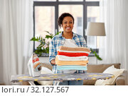 Купить «african american woman with ironed linen at home», фото № 32127567, снято 7 апреля 2019 г. (c) Syda Productions / Фотобанк Лори