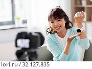 Купить «asian blogger makes video blog of smart watch», фото № 32127835, снято 13 апреля 2019 г. (c) Syda Productions / Фотобанк Лори