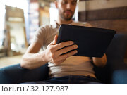Купить «close up of man with tablet computer at barbershop», фото № 32127987, снято 6 апреля 2017 г. (c) Syda Productions / Фотобанк Лори