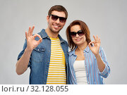 Купить «happy couple in sunglasses showing ok hand sign», фото № 32128055, снято 17 марта 2019 г. (c) Syda Productions / Фотобанк Лори