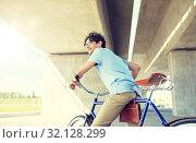 Купить «young hipster man riding fixed gear bike», фото № 32128299, снято 15 июня 2016 г. (c) Syda Productions / Фотобанк Лори