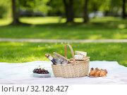 Купить «picnic basket, food and wine at summer park», фото № 32128427, снято 9 августа 2017 г. (c) Syda Productions / Фотобанк Лори