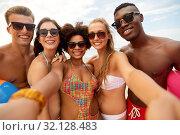 Купить «happy friends taking selfie on summer beach», фото № 32128483, снято 29 июля 2018 г. (c) Syda Productions / Фотобанк Лори