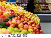 Купить «ripe apples at grocery store or supermarket», фото № 32128683, снято 1 февраля 2017 г. (c) Syda Productions / Фотобанк Лори