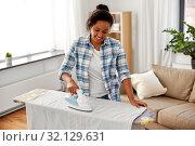Купить «african american woman ironing bed linen at home», фото № 32129631, снято 7 апреля 2019 г. (c) Syda Productions / Фотобанк Лори