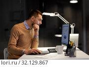 Купить «man with computer working late at night office», фото № 32129867, снято 26 ноября 2017 г. (c) Syda Productions / Фотобанк Лори