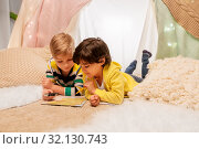 Купить «boys with magnifier and map in kids tent at home», фото № 32130743, снято 18 февраля 2018 г. (c) Syda Productions / Фотобанк Лори