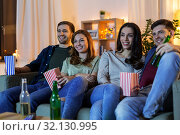 Купить «friends with beer and popcorn watching tv at home», фото № 32130995, снято 22 декабря 2018 г. (c) Syda Productions / Фотобанк Лори