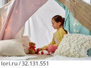 Купить «girl playing tea party with teddy in kids tent», фото № 32131551, снято 18 февраля 2018 г. (c) Syda Productions / Фотобанк Лори