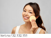 Купить «asian woman cleaning face with exfoliating sponge», фото № 32132151, снято 11 мая 2019 г. (c) Syda Productions / Фотобанк Лори