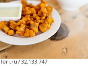 Купить «close up of cauliflower pakora with dip sauce», фото № 32133747, снято 2 мая 2017 г. (c) Syda Productions / Фотобанк Лори