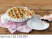 Купить «close up of hand with piece of apple pie on knife», фото № 32133951, снято 23 августа 2018 г. (c) Syda Productions / Фотобанк Лори