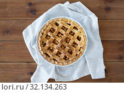 Купить «close up of apple pie in mold on wooden table», фото № 32134263, снято 23 августа 2018 г. (c) Syda Productions / Фотобанк Лори