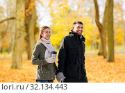 Купить «couple with tumbler walking along autumn park», фото № 32134443, снято 29 сентября 2018 г. (c) Syda Productions / Фотобанк Лори