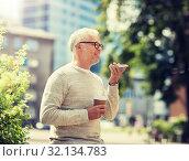 Купить «old man using voice command recorder on smartphone», фото № 32134783, снято 16 июля 2016 г. (c) Syda Productions / Фотобанк Лори