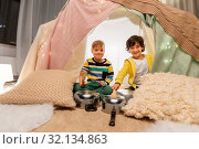 Купить «boys with pots playing music in kids tent at home», фото № 32134863, снято 18 февраля 2018 г. (c) Syda Productions / Фотобанк Лори