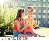 Купить «happy teenage couple eating hot dogs in city», фото № 32135039, снято 19 июля 2016 г. (c) Syda Productions / Фотобанк Лори