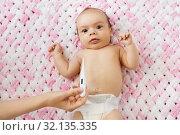 Купить «mother's hand measuring temperature of baby girl», фото № 32135335, снято 23 мая 2019 г. (c) Syda Productions / Фотобанк Лори