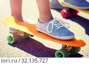 Купить «close up of female feet riding short skateboard», фото № 32135727, снято 19 июля 2016 г. (c) Syda Productions / Фотобанк Лори