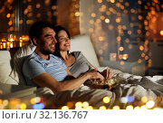 Купить «couple with popcorn watching tv at night at home», фото № 32136767, снято 27 января 2018 г. (c) Syda Productions / Фотобанк Лори