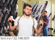 Купить «Men choosing air weapon», фото № 32140831, снято 4 июля 2017 г. (c) Яков Филимонов / Фотобанк Лори