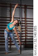 Купить «Woman on pylon in lightless studio», фото № 32140955, снято 10 мая 2018 г. (c) Яков Филимонов / Фотобанк Лори