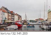 Купить «Padlocks on railing of road bridge Nyhavnsbroen .  Calm hurbour of Nyhavn, Copenhagen. Denmark», фото № 32141203, снято 14 июля 2019 г. (c) Николай Коржов / Фотобанк Лори