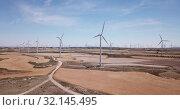 Купить «Wind farm near the town of La Muela, Spain», видеоролик № 32145495, снято 16 июня 2019 г. (c) Яков Филимонов / Фотобанк Лори