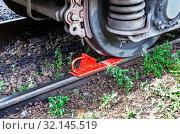 Купить «Freight car is secured with red brake shoe», фото № 32145519, снято 29 июня 2013 г. (c) FotograFF / Фотобанк Лори