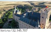 Купить «Aerial view of fortress Alcazar of Segovia. Spain», видеоролик № 32145707, снято 17 июня 2019 г. (c) Яков Филимонов / Фотобанк Лори