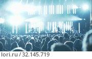 Купить «Crowd of fans enjoying music show», видеоролик № 32145719, снято 20 сентября 2019 г. (c) Данил Руденко / Фотобанк Лори