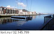 Купить «View of Vizcaya Bridge gondola transporting cars and passengers over Nervion river in Spanish city of Portugalete», видеоролик № 32145799, снято 16 июля 2019 г. (c) Яков Филимонов / Фотобанк Лори