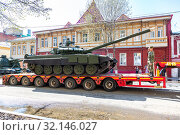 Купить «Transportation of heavy army tank T-72B3 on a cargo platform», фото № 32146027, снято 4 мая 2019 г. (c) FotograFF / Фотобанк Лори