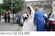 Купить «Photographers and video operators makes photos of brides coming out of maserati», видеоролик № 32152435, снято 18 мая 2019 г. (c) Ирина Мойсеева / Фотобанк Лори