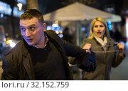 man is stole the handbag from girl. Стоковое фото, фотограф Яков Филимонов / Фотобанк Лори