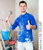 Builder handyman giving thumbs up. Стоковое фото, фотограф Яков Филимонов / Фотобанк Лори
