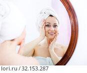 Купить «Woman after a shower near mirror», фото № 32153287, снято 16 сентября 2019 г. (c) Яков Филимонов / Фотобанк Лори