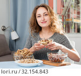 Woman holding assorted nuts. Стоковое фото, фотограф Яков Филимонов / Фотобанк Лори