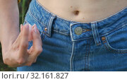 Female hand takes jeans out of his pocket and holding a rose quartz crystal yoni egg. Women's health, unity with nature concepts. Close portrait of an unidentifiable girl in jeans with a bare stomach. Стоковое видео, видеограф Ольга Балынская / Фотобанк Лори