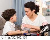 Купить «Woman having serious conversation with son», фото № 32162131, снято 28 марта 2019 г. (c) Яков Филимонов / Фотобанк Лори