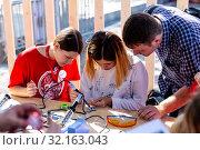 Купить «Кружок пайки на фестивале Maker Faire Moscow 2019», эксклюзивное фото № 32163043, снято 7 сентября 2019 г. (c) Алексей Шматков / Фотобанк Лори