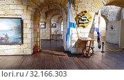 Купить «Sevastopol, Crimea - July 3, 2019. Interior of Konstantinovskaya Battery - Museum and Exhibition Complex», видеоролик № 32166303, снято 3 июля 2019 г. (c) Володина Ольга / Фотобанк Лори